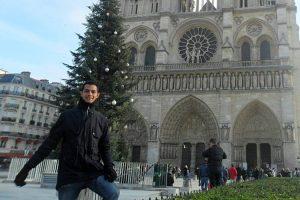 Fabricio Carraro tại Nhà thờ Đức bà, Pháp. Ảnh: Fluent in 3 months